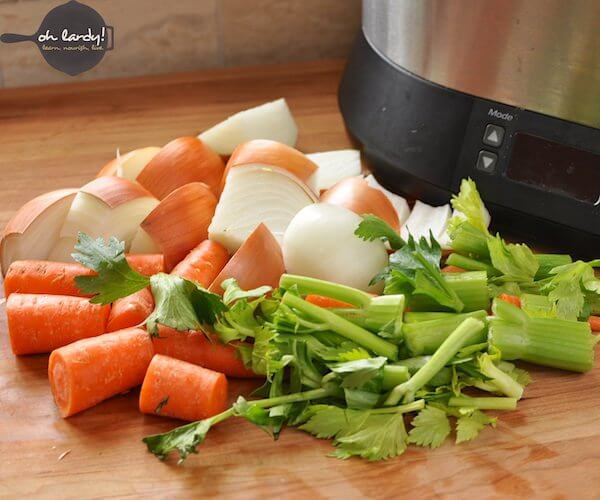 how to make chicken bone broth in the crock pot